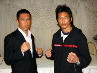 080401aj-kick-yoshimoto3.jpg